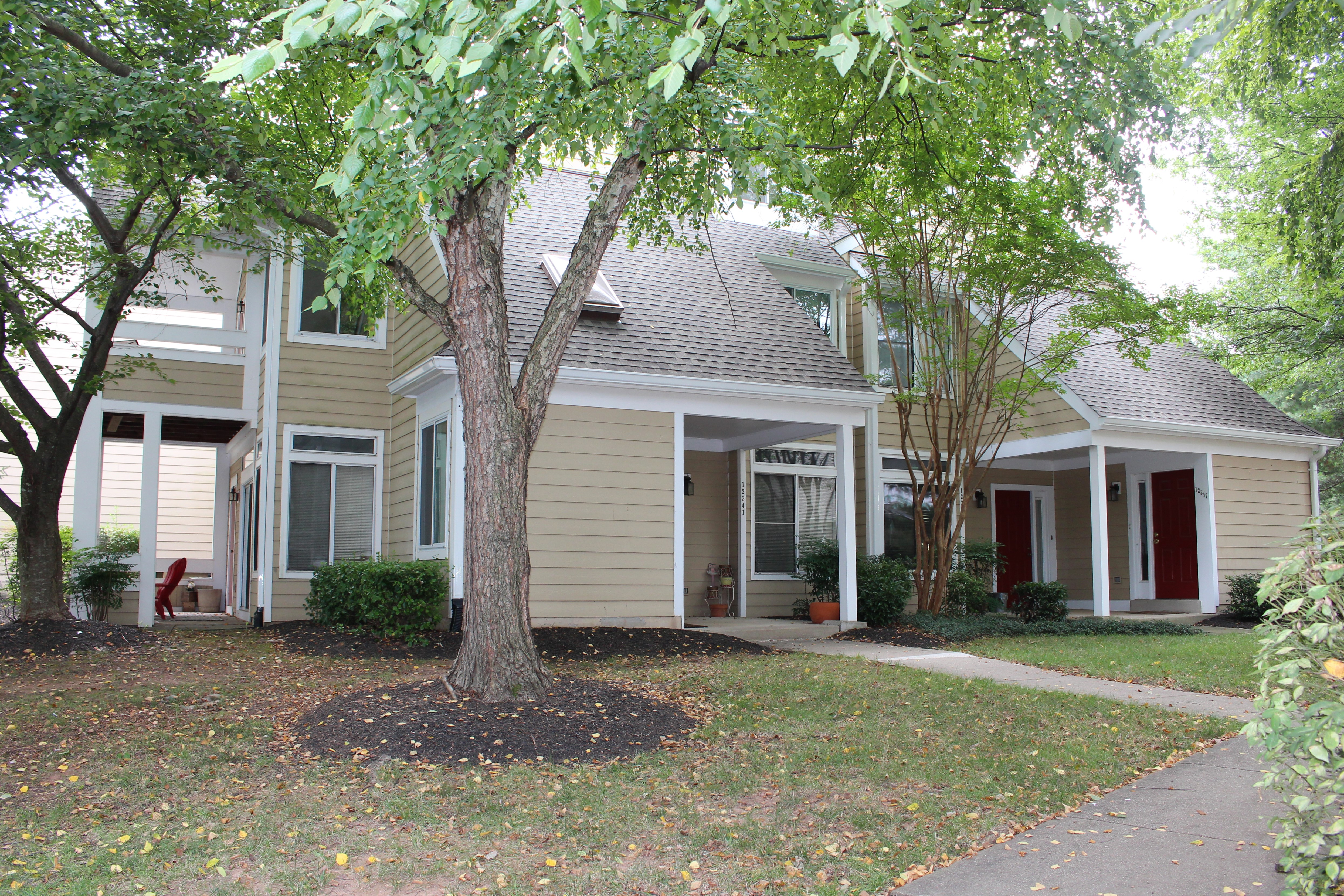 Move In Ready Garden Style Condo In Fairfax! Spacious Master BDR. Beautiful  Spiral Staircase In Living Room Leads To Loft. Renovated Kitchen U0026 Bath.
